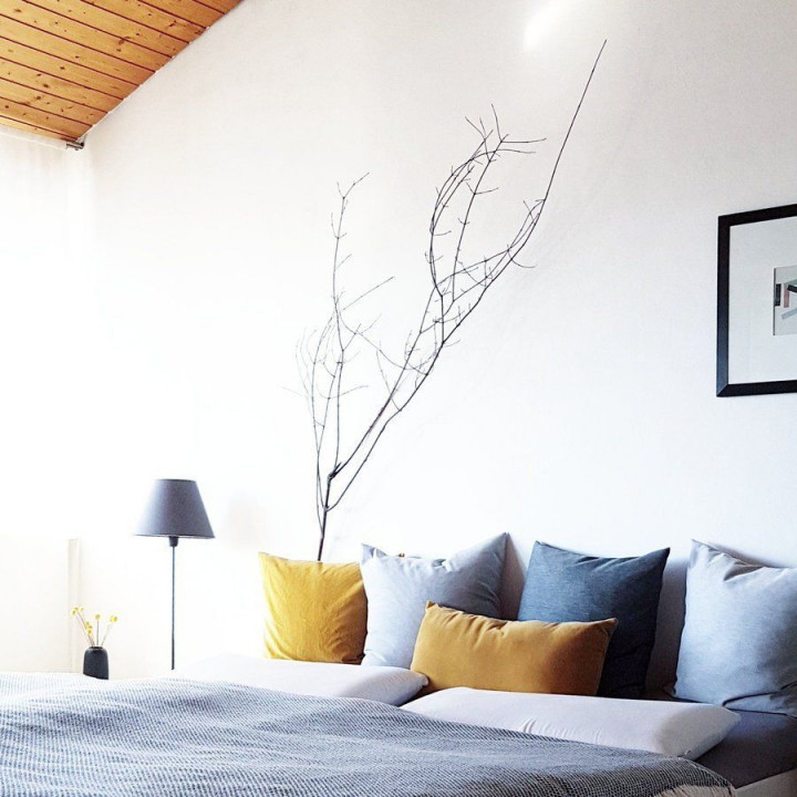 Der Anfang Von Grau Und Gelb  Gelbes Schlafzimmer Blaue von Deko Gelb Wohnzimmer Bild