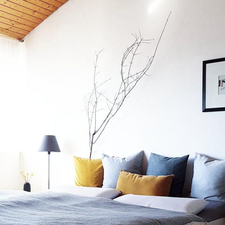 Der Anfang Von Grau Und Gelb  Gelbes Schlafzimmer Blaue von Wohnzimmer Deko Gelb Bild