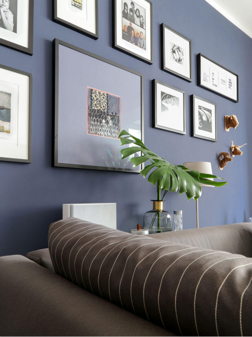Dunkelblaue Wandfarbe Für's Wohnzimmer Probiere Es Mal Aus von Bilder Für Wohnzimmer Wand Photo