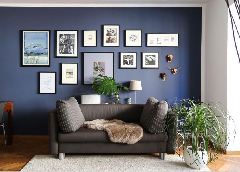 Dunkelblaue Wandfarbe Für's Wohnzimmer Probiere Es Mal Aus von Wohnzimmer Wände Farbig Gestalten Photo