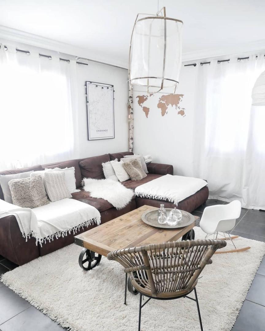 Einzigartige Details Wie Die Wunderschöne Luftigleichte von Wohnzimmer Lampe Über Couchtisch Photo