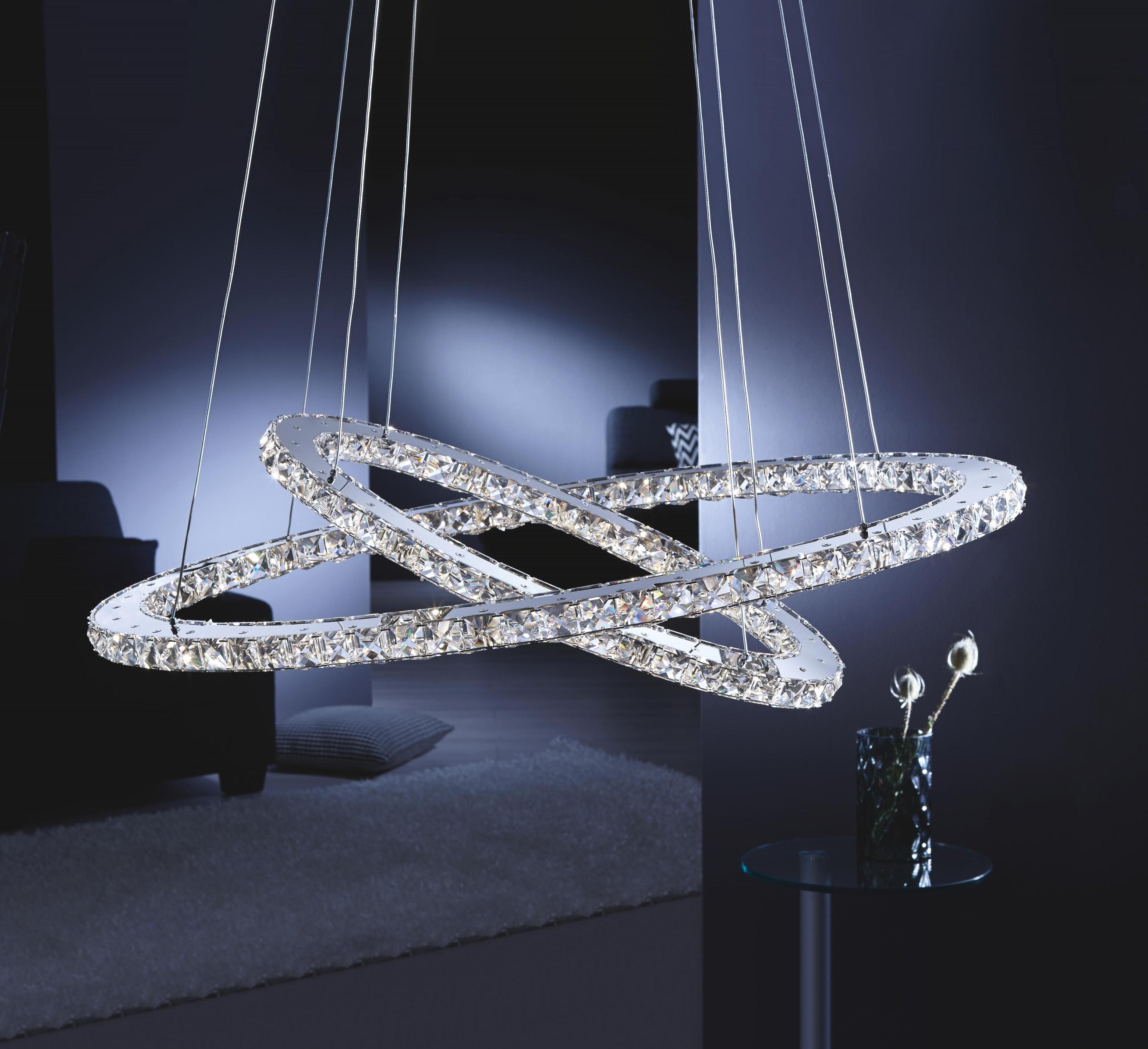 Extravagante Hängeleuchte Mit Glitzernden Kristallsteinen von Wohnzimmer Lampe Xxl Lutz Photo