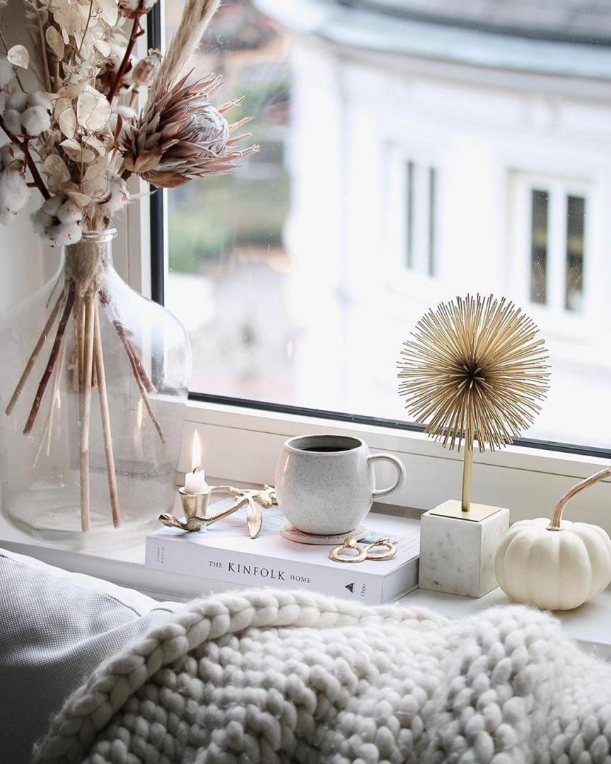 Fensterbank Dekorieren Leicht Gemacht Ideen Bei Couch von Deko Wohnzimmer Fensterbank Bild