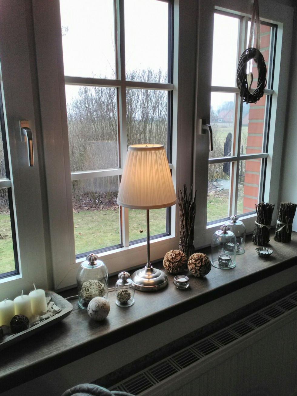 Fensterbank  Fenster Dekorieren Dekoration Wohnzimmer von Deko Fensterbank Wohnzimmer Bild