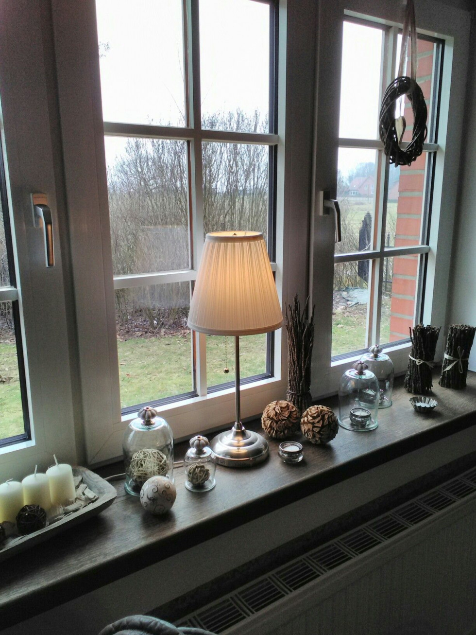 Fensterbank  Fenster Dekorieren Dekoration Wohnzimmer von Deko Für Fensterbank Wohnzimmer Photo
