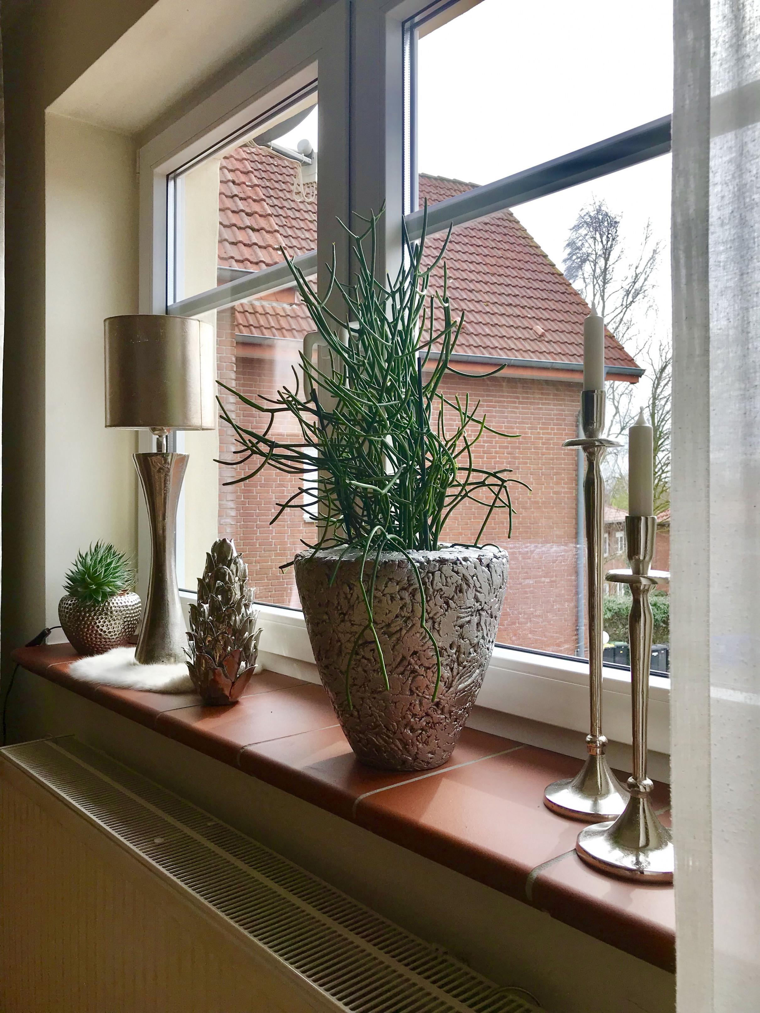 Fensterbank Schön Dekorieren  Fensterbank Dekorieren von Fensterbank Gestalten Wohnzimmer Bild