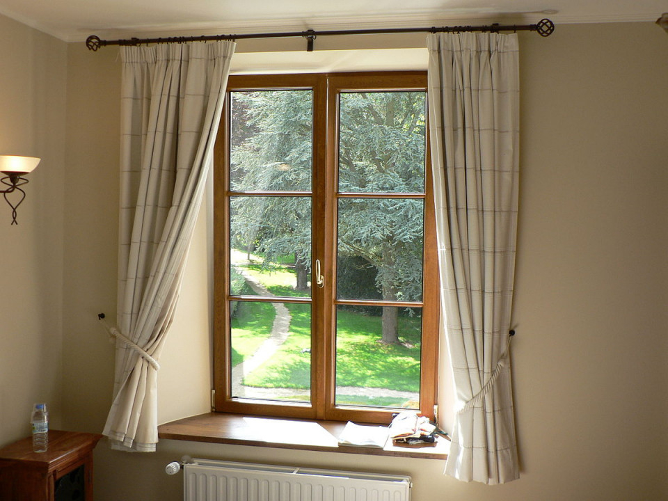 Fensterdekoration – Wikipedia von Halbe Gardinen Wohnzimmer Photo
