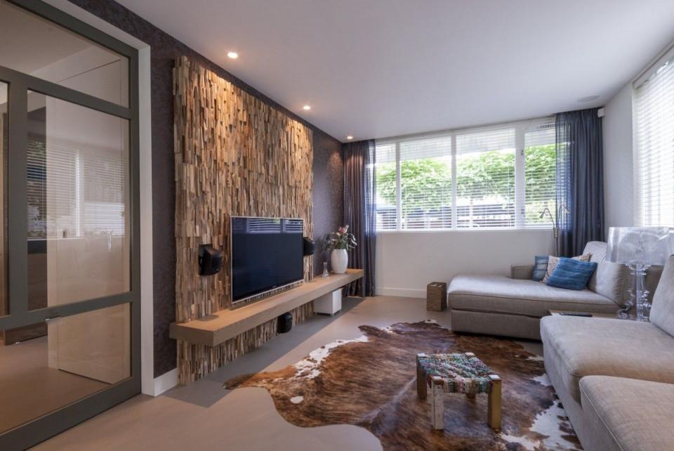 Függőlegesen Felragasztott Régies Hatású Fa Hasábokkal von Wohnzimmer Mit Holz Gestalten Bild
