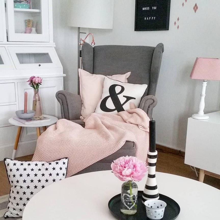 Gemütliches Lesen Im Sessel Haben Wir Uns Wirklich Am von Wohnzimmer Mit Sessel Einrichten Photo