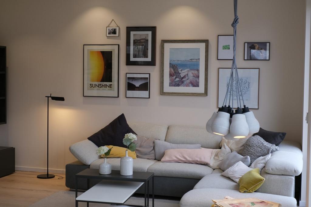 Gemütliches Wohnzimmer  Mit Lampen Von Vivaleuchten  Lari von Gemütliche Wohnzimmer Lampe Bild