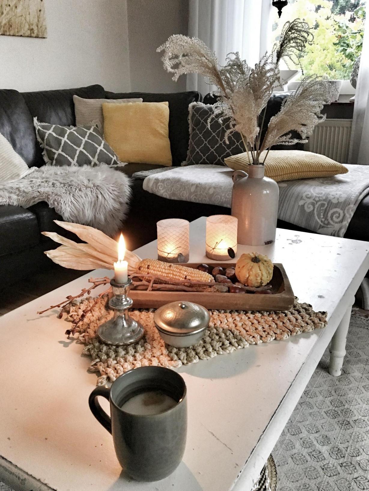 Gemütlichkeit Cozyhyggekerzendekoautumnwohnz von Kerzen Deko Wohnzimmer Bild