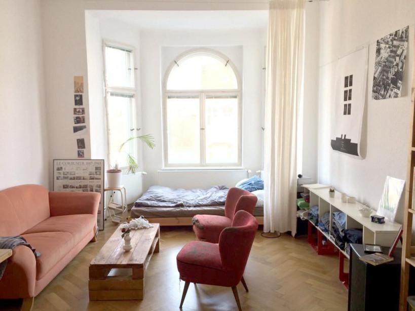 Helles Erkerzimmer Mit Großen Fenstern Für Viel Sonne Und von Wohnzimmer Mit Großen Fenstern Einrichten Photo