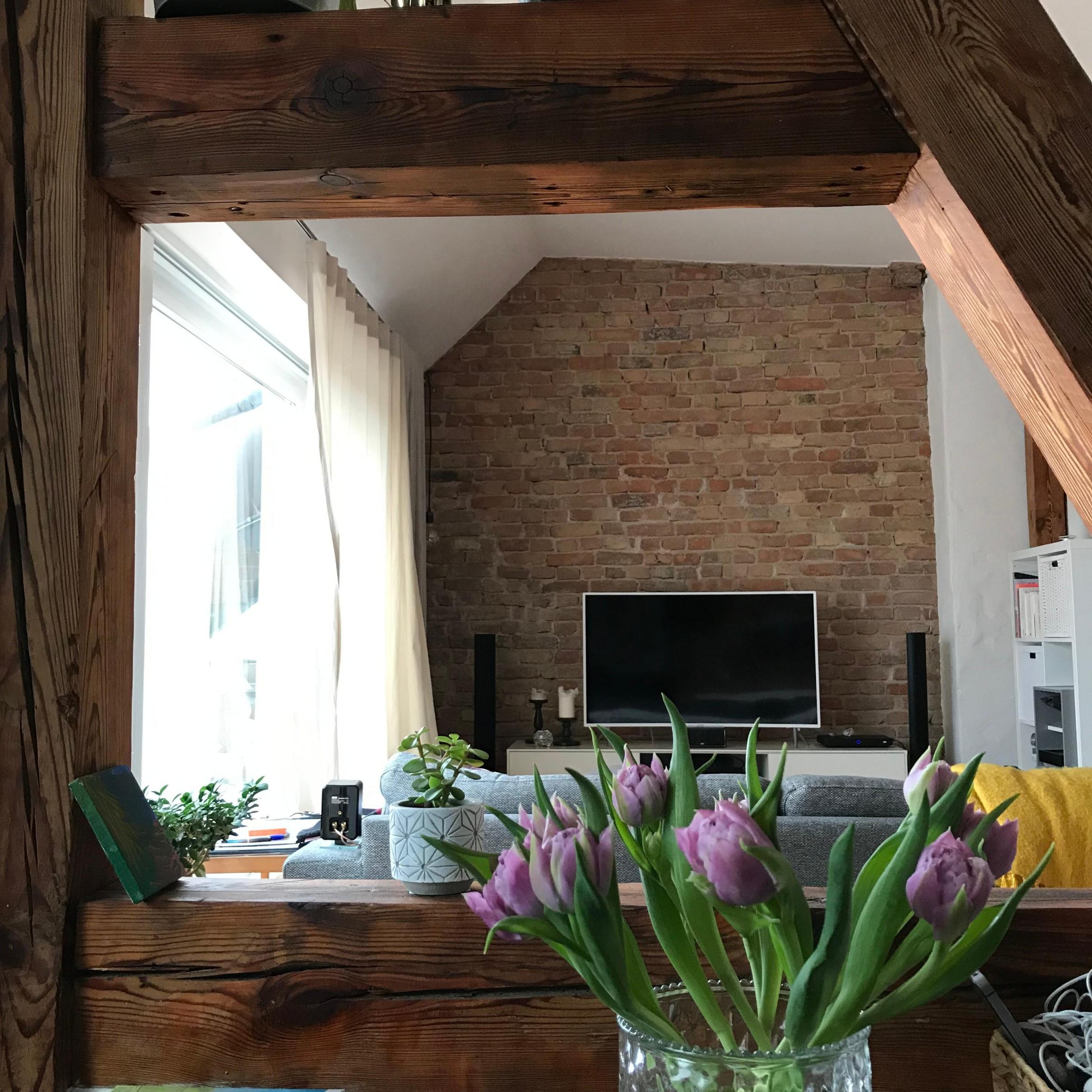 Holzbalken • Bilder  Ideen • Couch von Wohnzimmer Mit Balken Einrichten Photo
