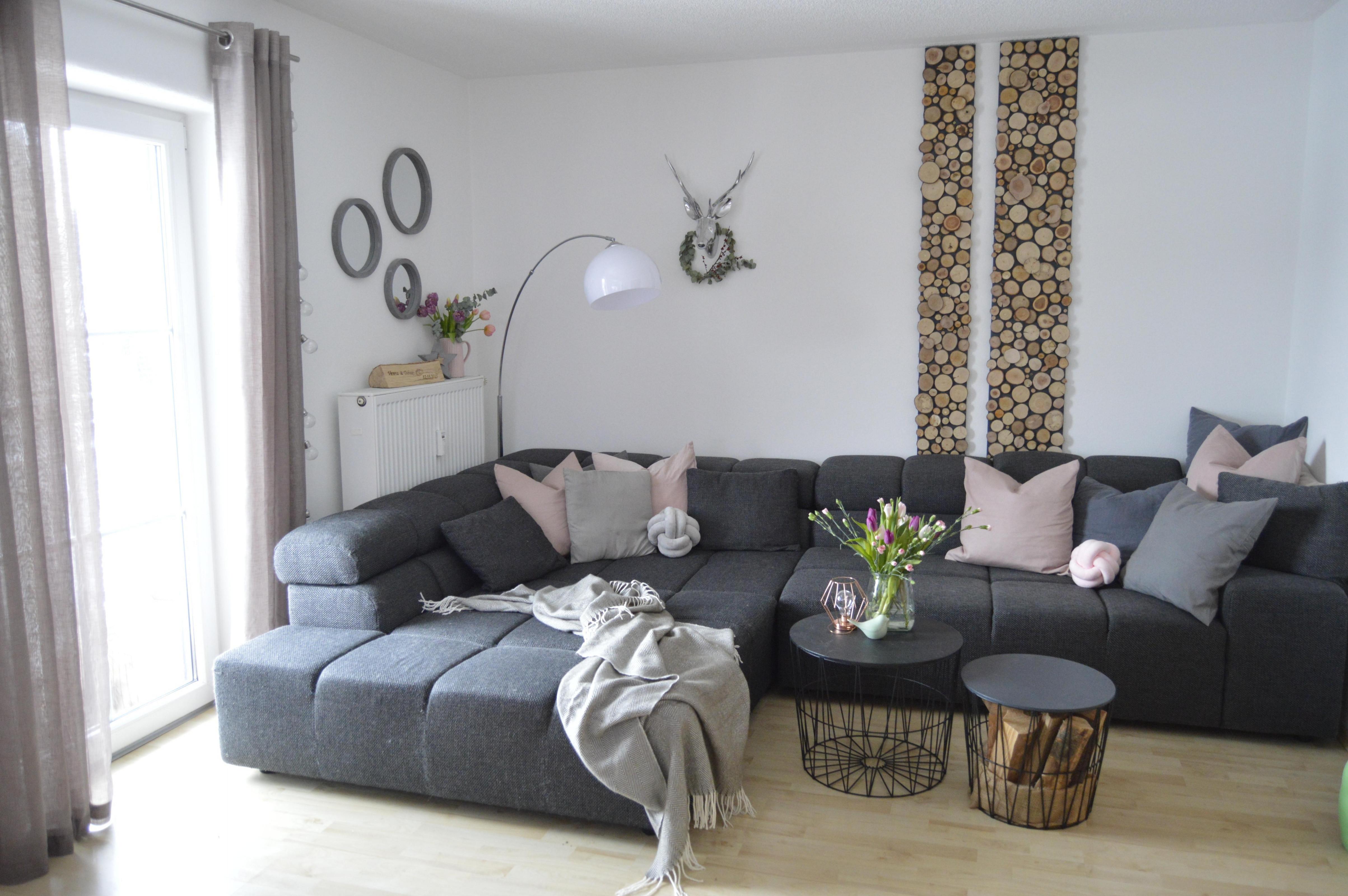 Holzwand Finde Gemütliche Ideen Mit Charme Bei Couch von Wohnzimmer Holz Deko Photo