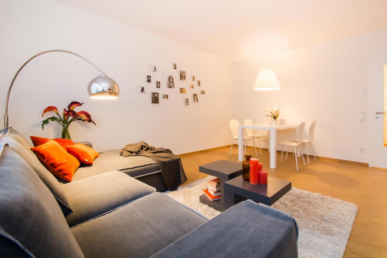 Home Staging Wohnzimmer Couchtisch Esstisch Eckso von Wohnzimmer Lampe Über Couchtisch Photo