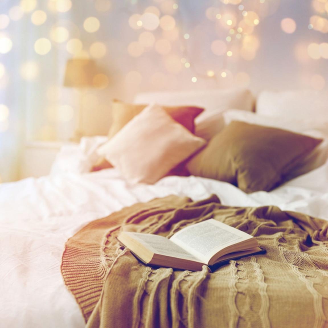 Lichterketten 8 Magische Ideen Zum Dekorieren  Brigitte von Lichterkette Ideen Wohnzimmer Bild