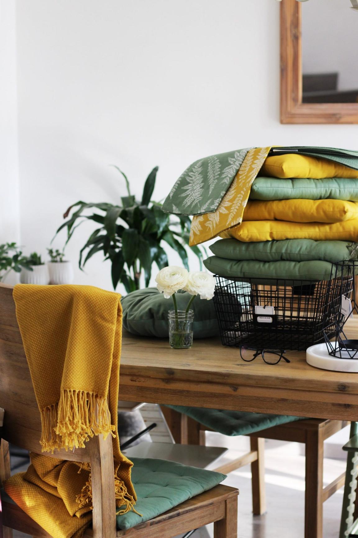 Living  Frühling Im Wohnraum Sonniges Gelb Und Sattes Grün von Senfgelb Deko Wohnzimmer Photo