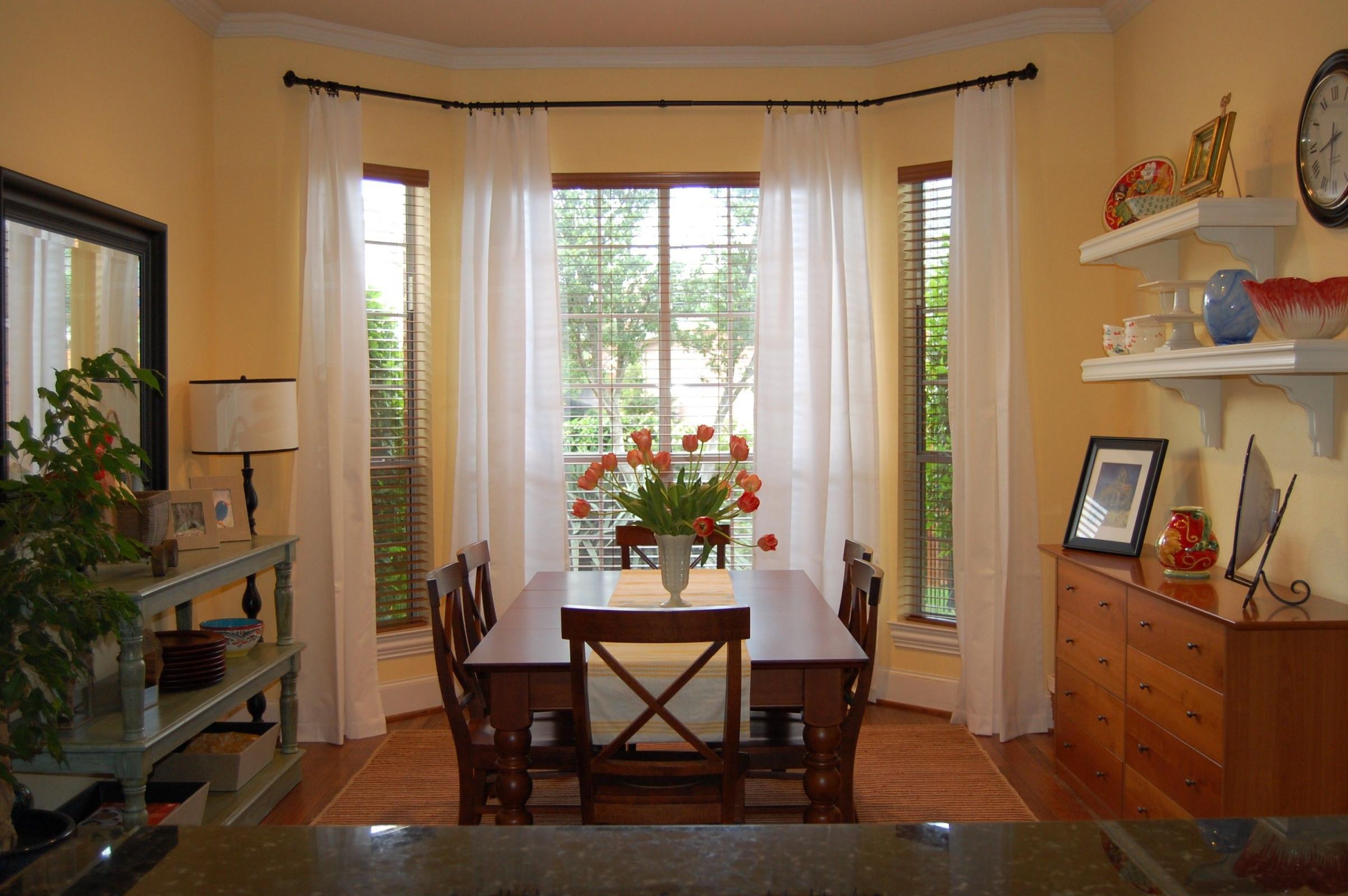 Minimalist Dining Room And Inspirational Classic Style von Gardinen Für Erker Wohnzimmer Bild