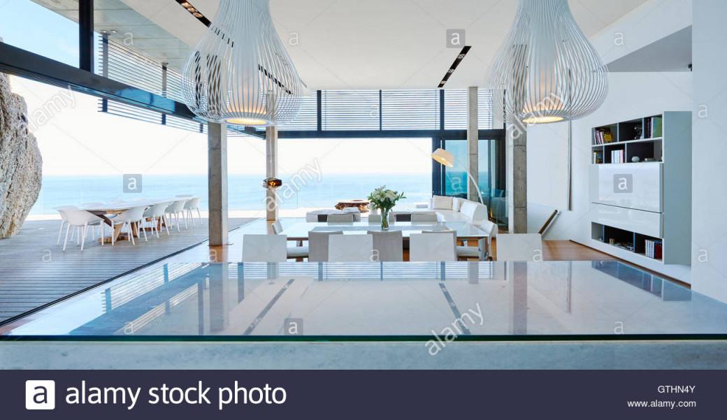 Moderne Luxus Wohnzimmer Öffnen Terrasse Mit Meerblick von Luxus Wohnzimmer Bilder Photo