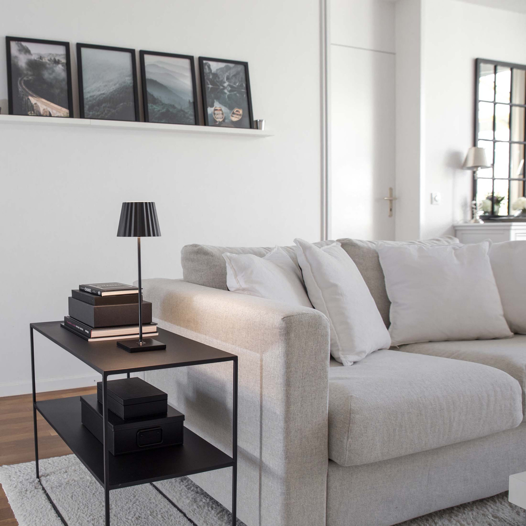 Monochrome Wohnen  Ideen  Tipps Zum Wohnen In Schwarz  Weiß von Wohnzimmer Ideen Schwarz Weiß Photo