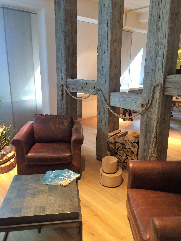 Raumteiler Aus Alten Balken  Raumteiler Ländliches von Wohnzimmer Mit Balken Einrichten Bild