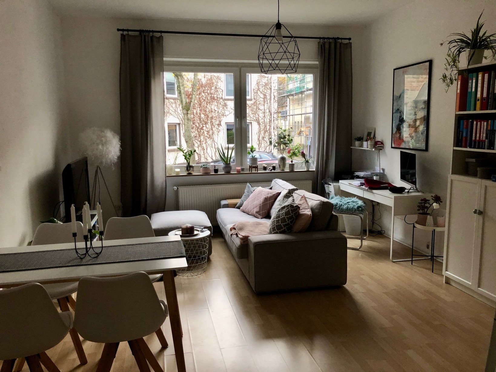 Schönes Wohn Und Esszimmer  Wohnung Innenarchitektur von Quadratisches Wohnzimmer Einrichten Photo