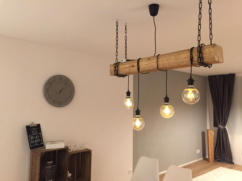 Selfmade Rustikale Lampe Mit Hängenden Glühbirnen Und von Wohnzimmer Lampe Holzbalken Photo