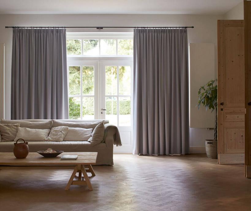 Sichtschutz Im Wohnzimmer  Moderne Plissees Gardinen Und von Wohnzimmer Gardinen Grau Bild