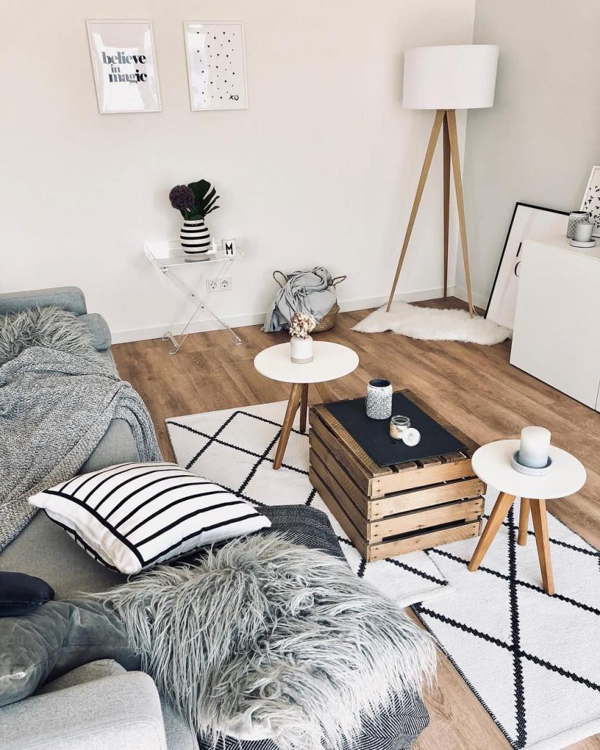 Stehleuchte Tripod  Westwingnow  Sofa Beistelltisch von Teppich Wohnzimmer Skandinavisch Bild