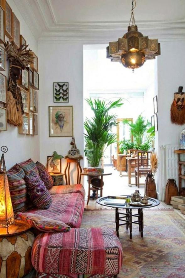 Sternförmige Goldene Hängeleuchte Im Bunten Wohnzimmer von Bilder Wohnzimmer Orientalisch Photo