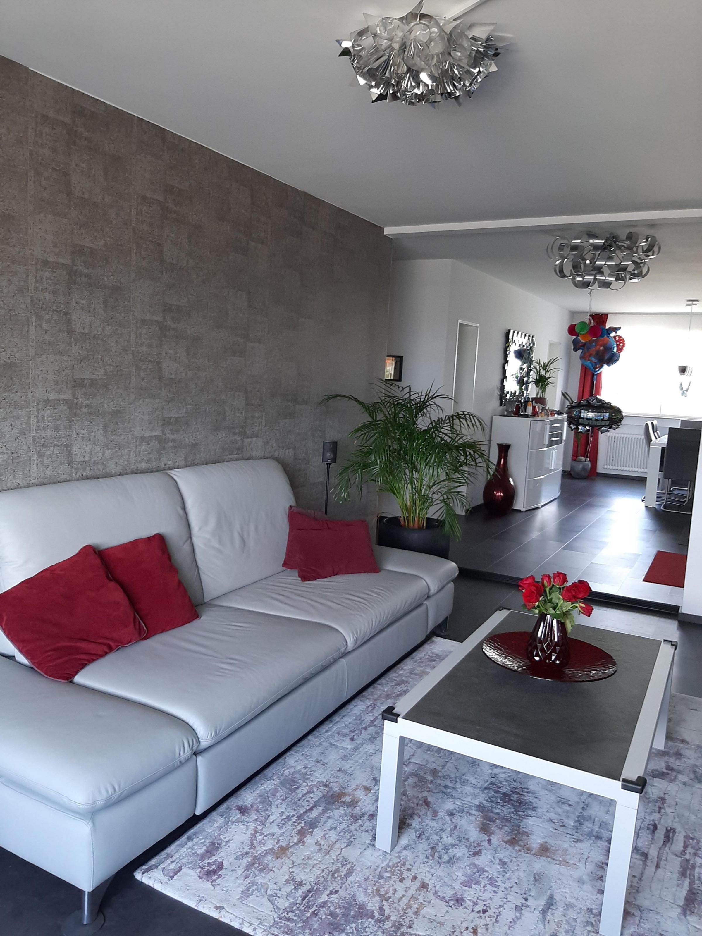 Tapeten Ideen Für Die Wandgestaltung Bei Couch von Wohnzimmer Mit Tapete Gestalten Photo