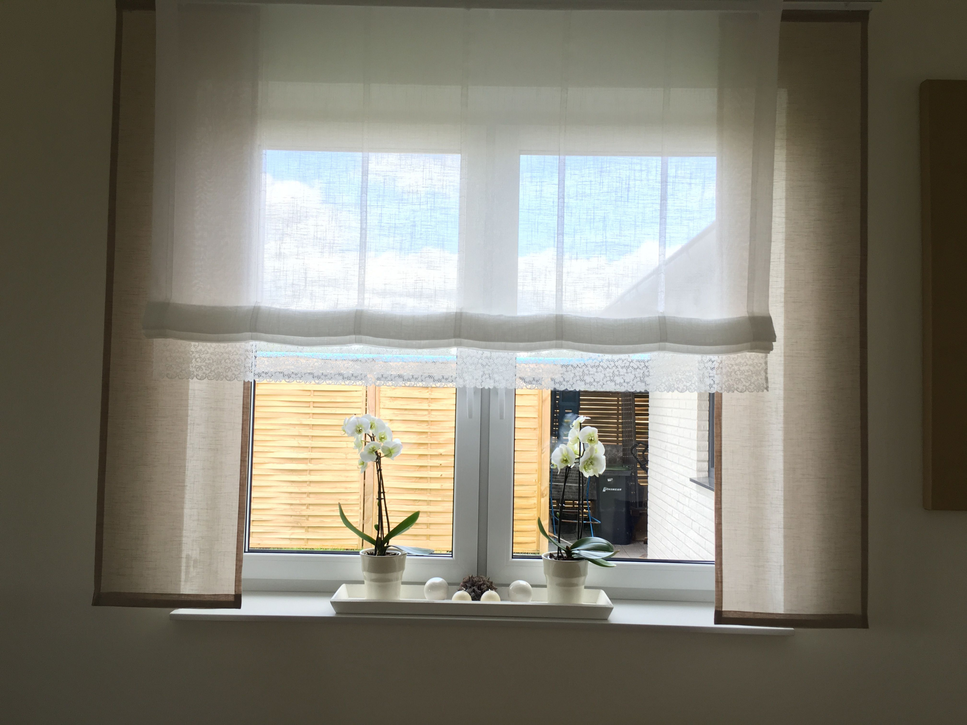 Taupe Mit Weiß Und Spitze Gardinen Store Große Fenster von Moderne Wohnzimmer Gardinen Für Kleine Fenster Bild