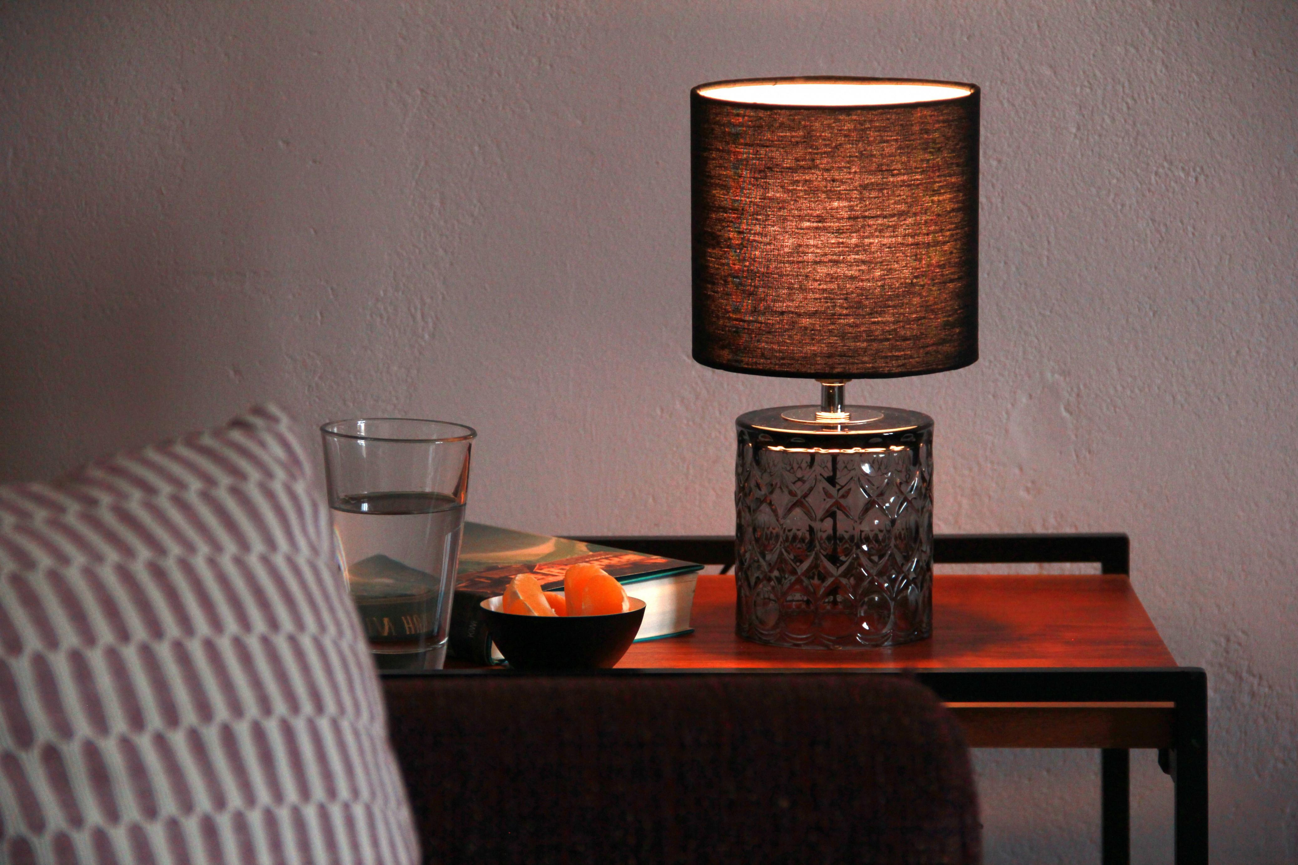 Tischlampe Für Das Moderne Wohnzimmer In 2020  Wohnzimmer von Moderne Tischlampen Wohnzimmer Bild