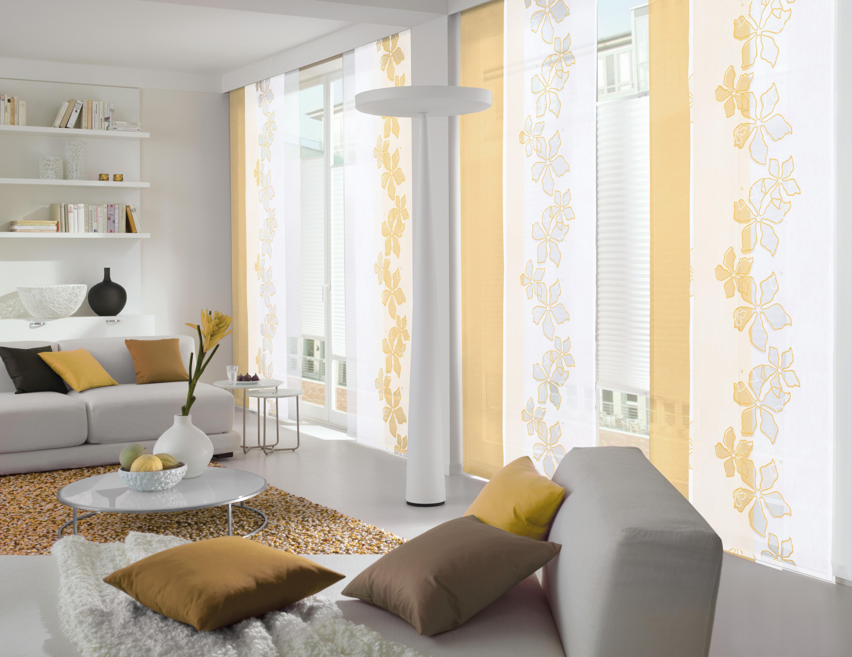 Weißer Und Gelber Flächenvorhang Im Wohnzimmer Gardinen von Weiße Gardinen Wohnzimmer Bild