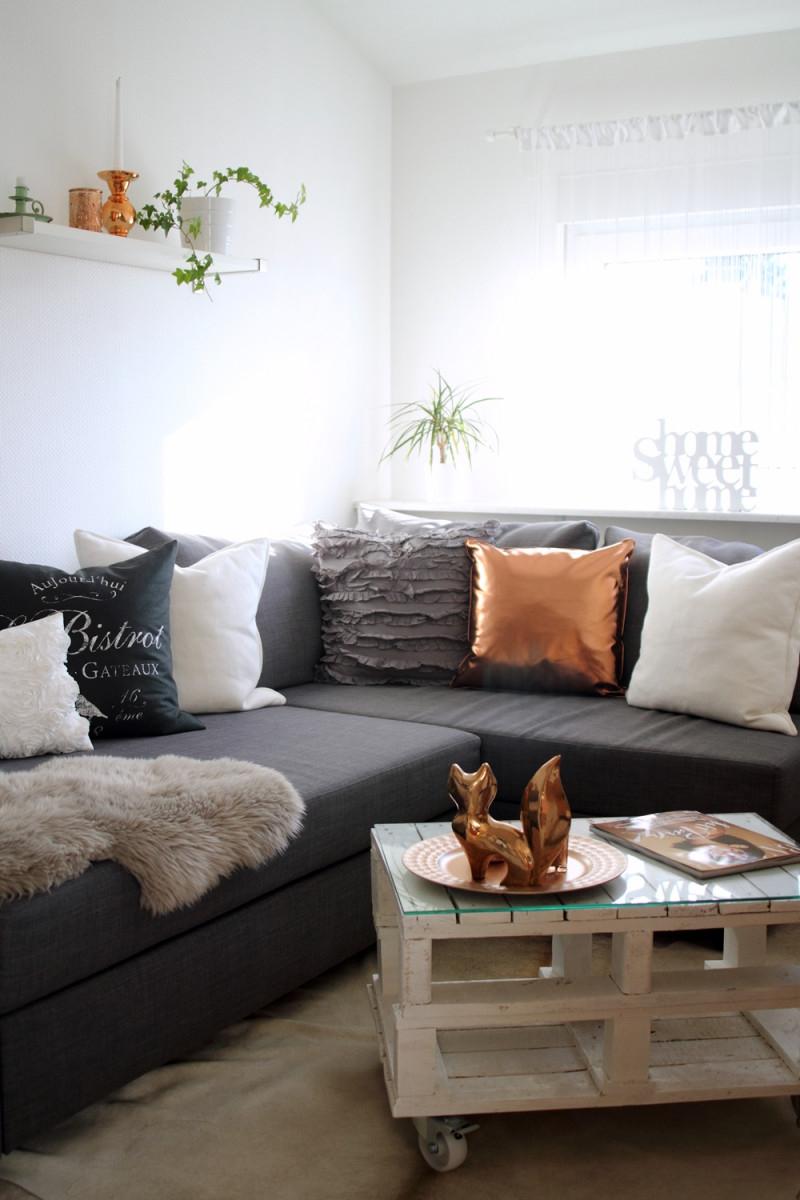 Wohnzimmer Deko Couch Ikea Kupfer Weiss Grau Fuchs von Graue Deko Wohnzimmer Bild