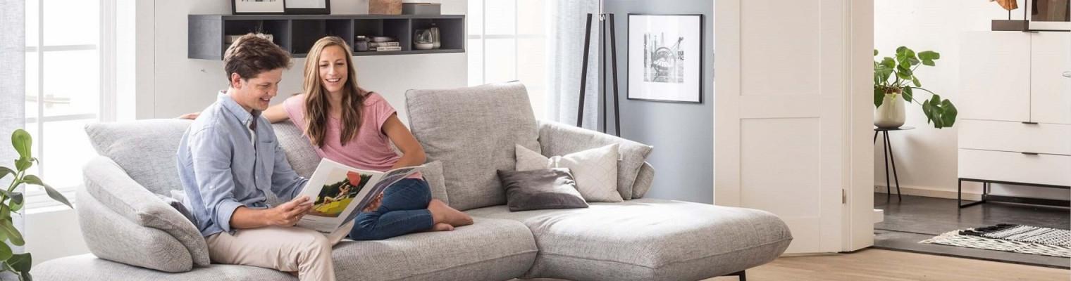 Wohnzimmer Einrichten So Gestalten Sie Das Herz Ihres von Wohnzimmer Mit Großen Fenstern Einrichten Bild