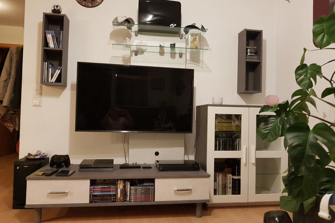 Wohnzimmer Gestalten  Modern  Grau Weiß Beton  Resimdo von Wohnzimmer Fernsehwand Gestalten Bild