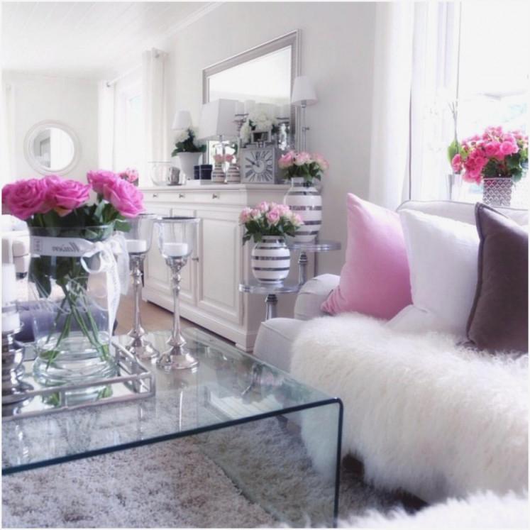 Wohnzimmer Grau Weiß Deko Stehend  Wohnzimmer  Traumhaus von Wohnzimmer Deko Pink Photo