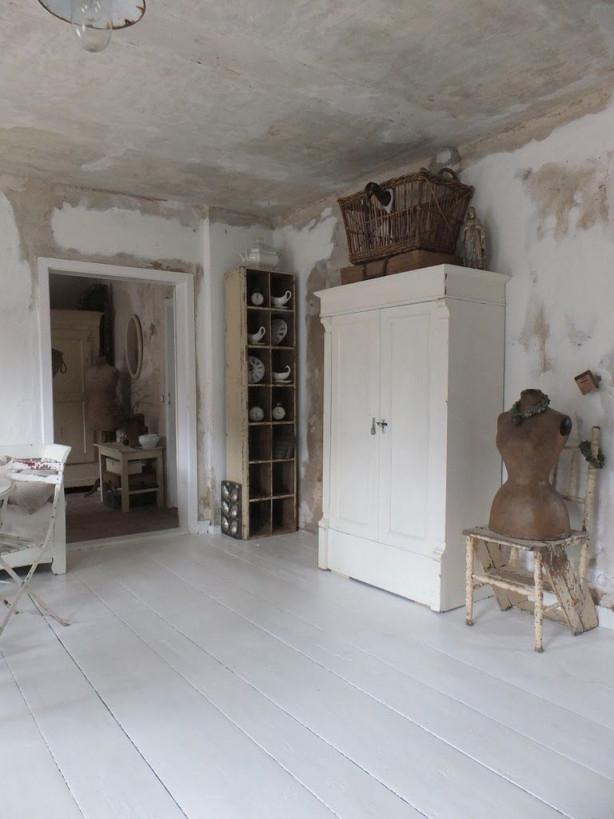 Wohnzimmer Im Shabbychic Einrichten Alte Weisse Möbel von Wohnzimmer Mit Alten Möbeln Gestalten Bild