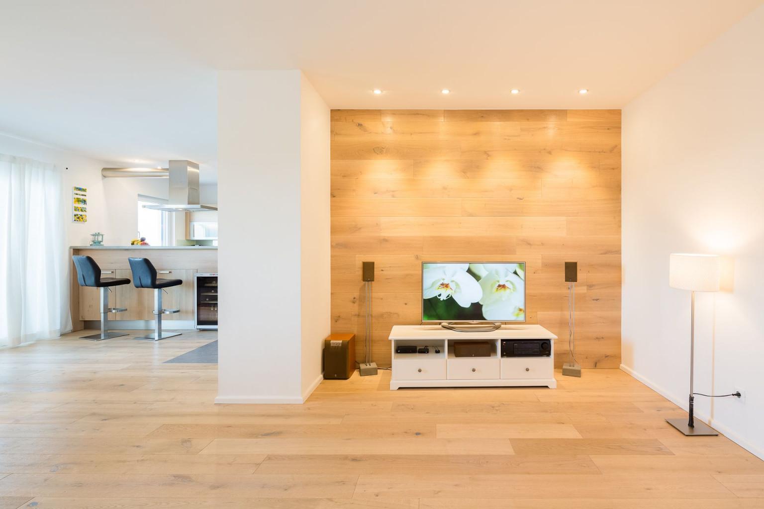 Wohnzimmer Mit Holzwand  Holzwand Wohnzimmer Holzwand von Wohnzimmer Mit Holz Gestalten Bild