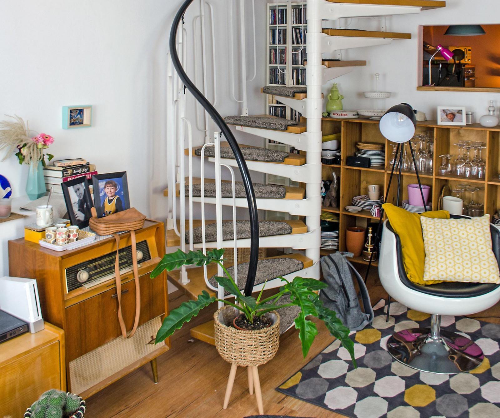 Wohnzimmer Mit Maisonette Treppe Scandiboho Boh von Wohnzimmer Mit Treppe Einrichten Photo