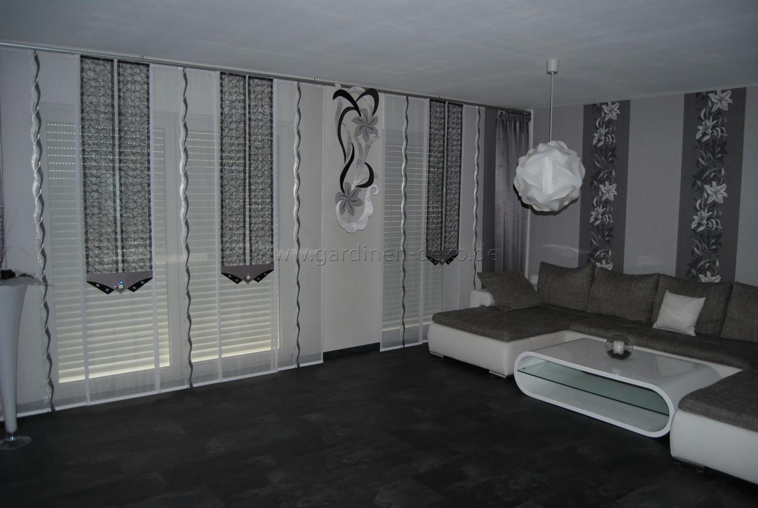 Wohnzimmer Schiebegardine Mit Schwarzgrauen Netzelementen von Wohnzimmer Gardinen Schwarz Weiß Photo