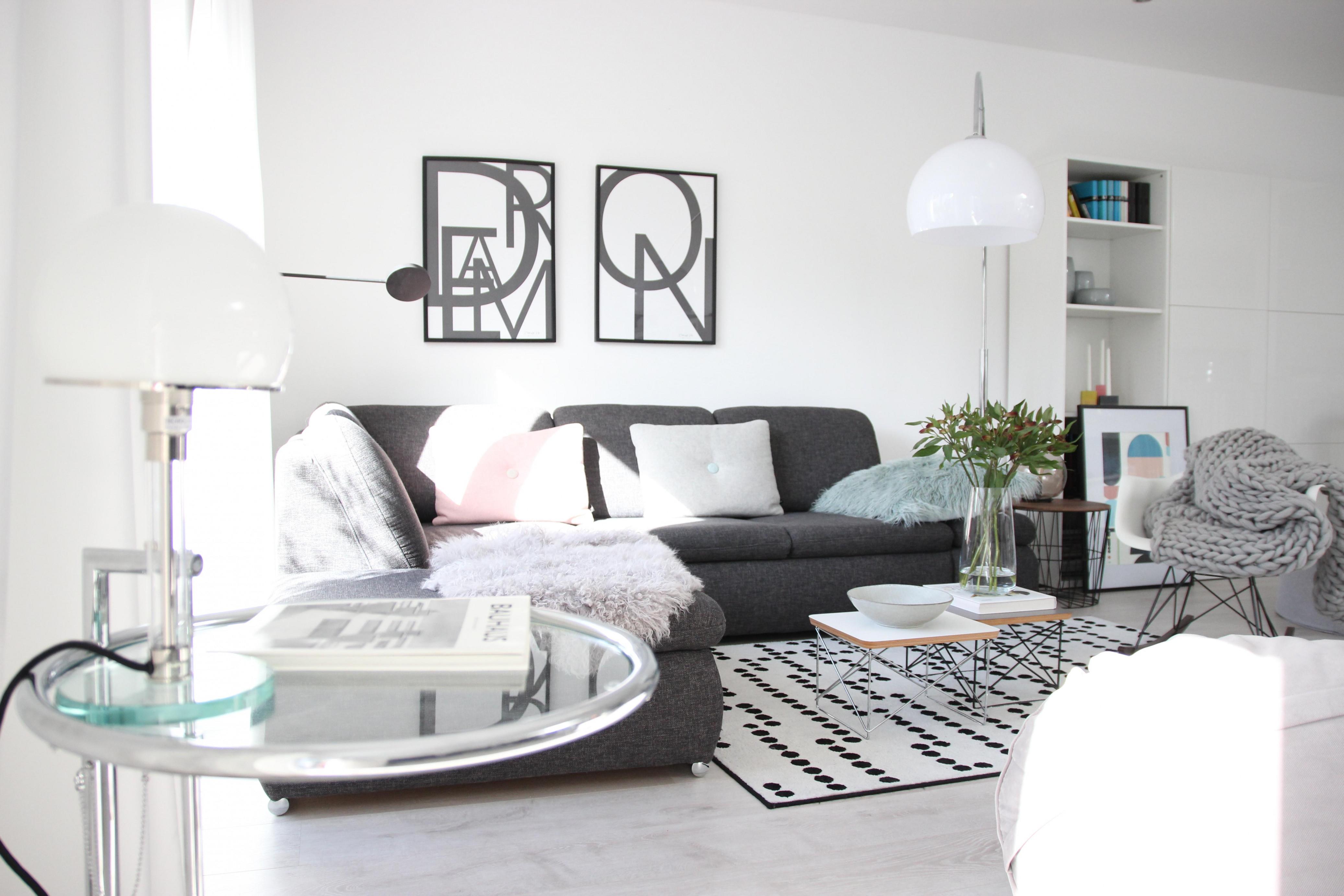 Wohnzimmerskandistyledekoschwarzweißbauhausfrüh von Deko Schwarz Weiß Wohnzimmer Photo