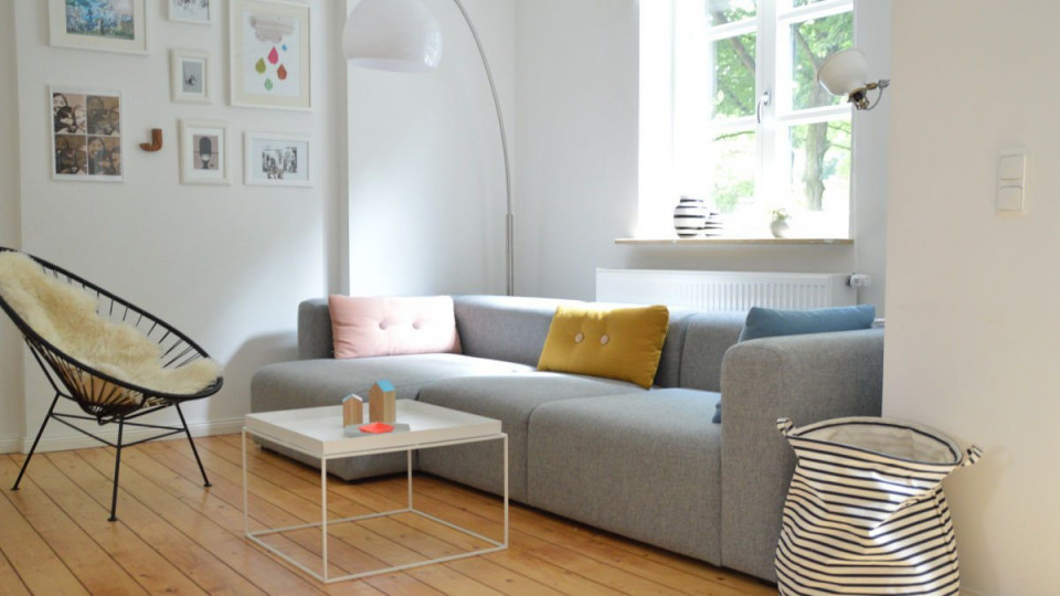 Zimmer Einrichten Die Perfekte Zimmergestaltung von Wohnzimmer Mit Vielen Fenstern Einrichten Bild